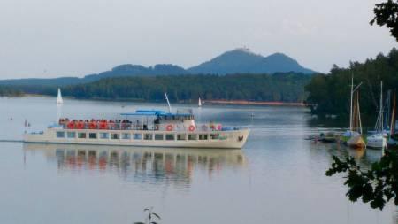 Romantická projížďka parníkem na Máchově jezeře