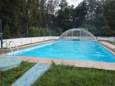 Bazén v Chatové osadě Čtyřlístek u Máchova jezera